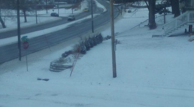 Legalább 10 ember halálát és ezer légi járat kimaradását okozták hóviharok és jégesők Amerikában