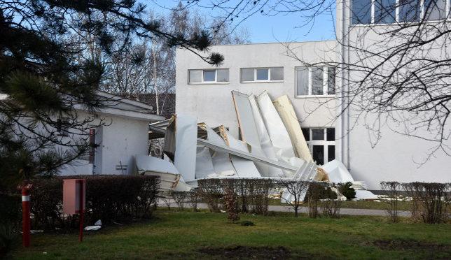 Háromszáz épületet rongált meg eddig országszerte a vihar