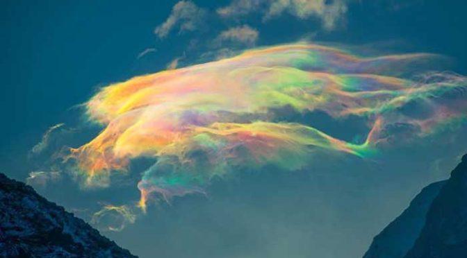 Gyönyörű irizáló felhők a szibériai hegyekben – ezek a jégkristály felhők