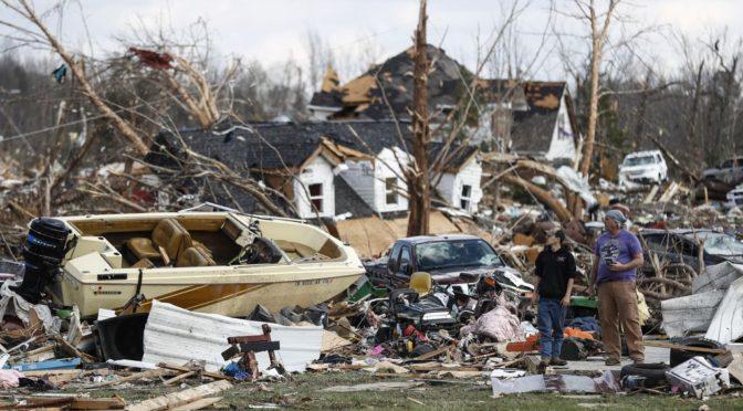 Már legalább 25 áldozata van a Tennessee térségében pusztító tornádónak