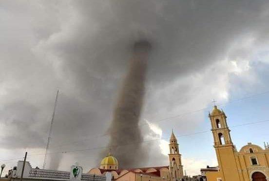 Hihetetlen felvételeken a mexikói tornádó rombolás közben