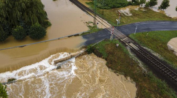Özönvízszerű esőzés Zala és Somogy megyében, lakókat telepítettek ki