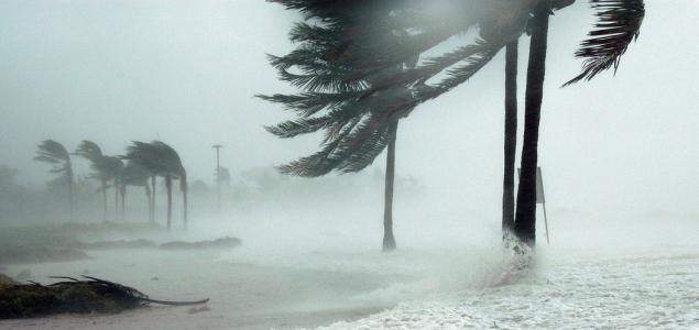 Több mint 300 km/h-s széllökésekkel ért partot a Goni szupertájfun