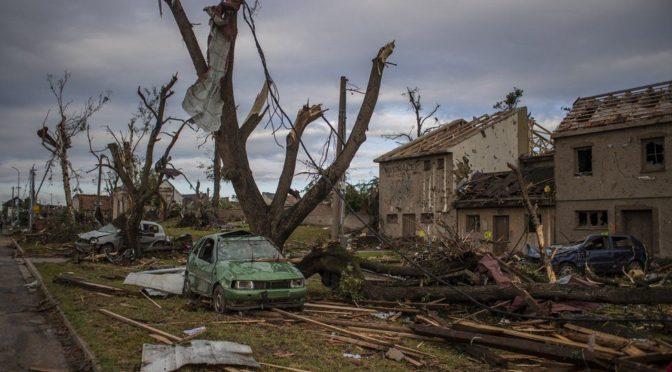 Eddig 3 halott, és több mint 300 sérült a csehországi tornádó pusztítása nyomán